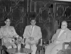 مع الزعيم عبد الكريم قاسم   صورة تاريخية للاستاذ الدكتور ابراهيم كبة مع الاستاذ العالم الدكتور عبد الجبار عبد الله أول رئيس جامعة بغداد