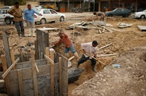 Iraqis workers repair sewage line in eastern Mosul, Iraq May 2, 2017. REUTERS/Suhaib Salem