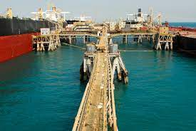 Iraq looks to new pier to boost oil product imports, exports